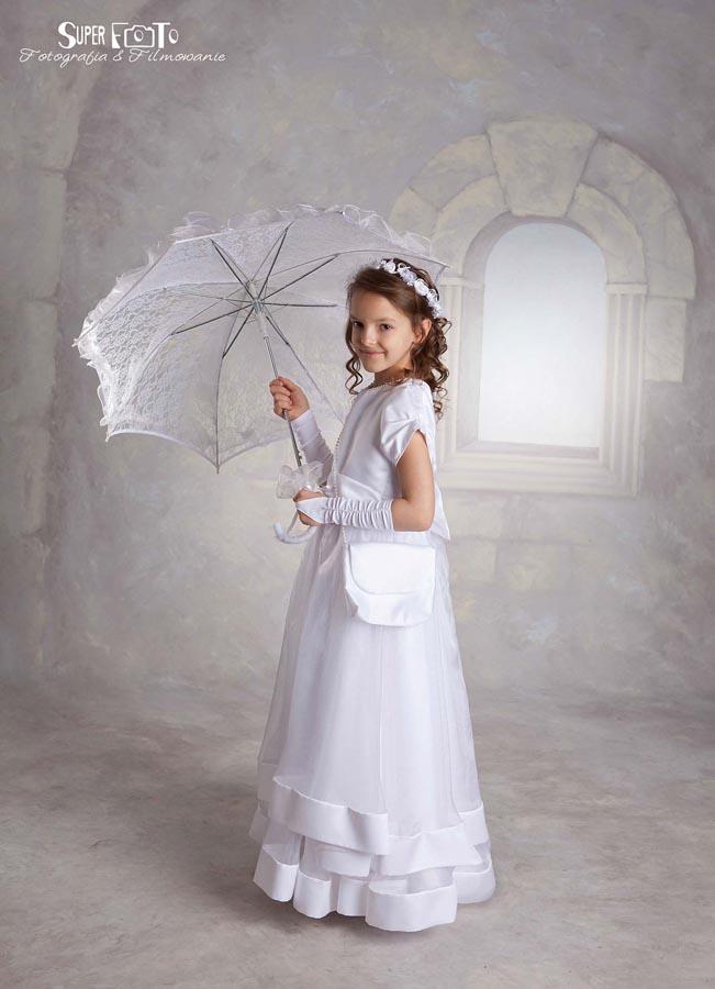Piękna suknia na piękną okazję. Pierwsza komunia święta Marty.